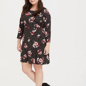 Torrid BLACK FLORAL CHALLIS SHIFT DRESS